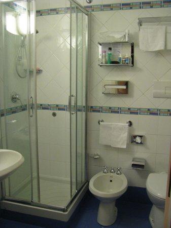 Best Western Hotel Astrid: Washroom w/ bidet