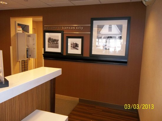 Hampton Inn Kansas City Liberty :                   Reception