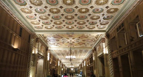 Millennium Biltmore Hotel Los Angeles: Iconic center corridor