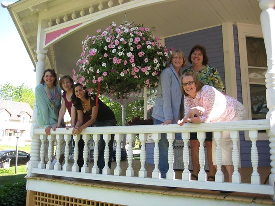 Historic Hutchinson House B&B: Girls Getaway