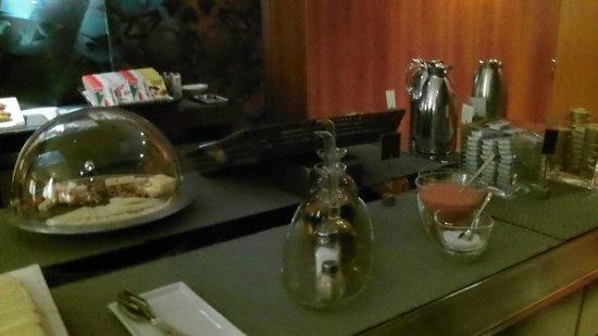 AC Hotel La Linea:                   Breakfast bar, bread,bread and more bread