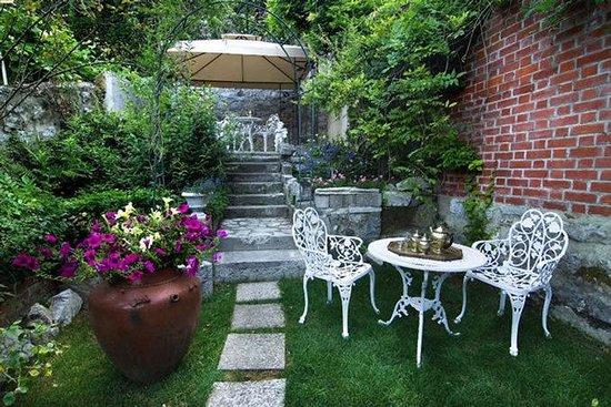 Antiq Hotel: Garden