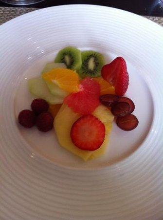 Rocpool Reserve hotel & Chez Roux: amazing breakfast fruit platter