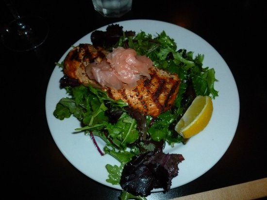 Stockton Bridge Grille: Salmon salad