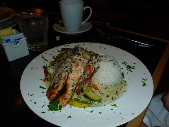 Stockton Bridge Grille: Salmon dinner