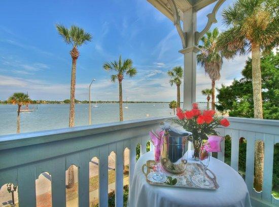 Bayfront Westcott House Bed & Breakfast: Bayfront Romance