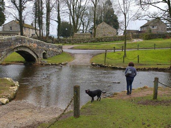 The Fountaine Inn:                   The old footbridge