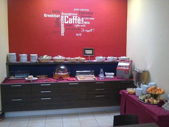 Hotel Rosso Frizzante: Buffet della colazione