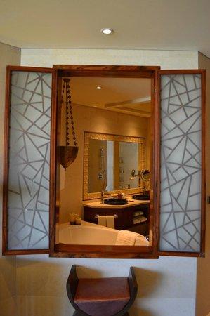 Raffles Dubai: View to Bathroom