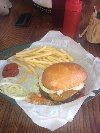 Poipu Tropical Burgers: Surfer Burger