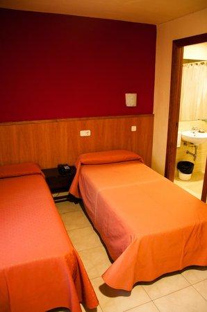 Coronado Hotel:                   Twin room interior