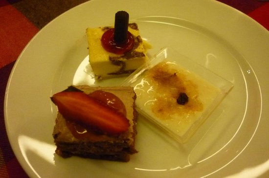 Grand Oasis Cancun:                   dessert presentation