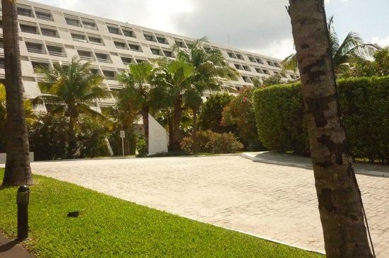 Grand Oasis Cancun:                   rooms from exterior