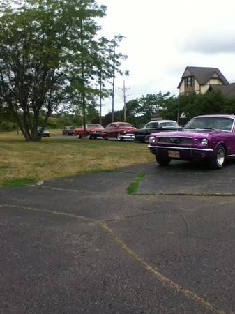 BEST WESTERN of Birch Run/Frankenmuth:                   Cars!