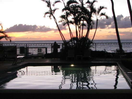 Hono Koa:                   sunset from the pool area