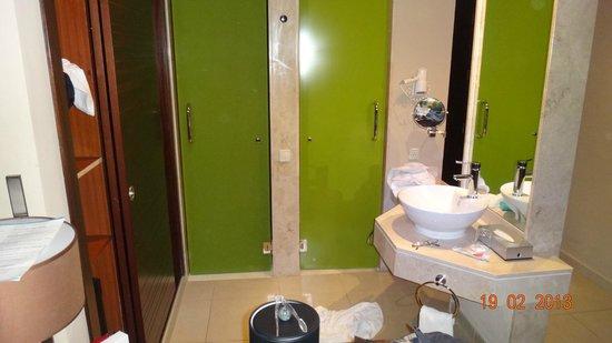 إن إتش بونتا كانا:                                     Toilet separado da ducha                                  