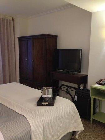 Hotel Indigo Nashville:                   Hotel Indigo - Room 1107
