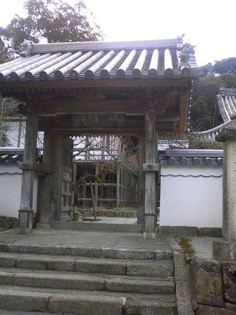 Komyozenji Temple:                   門前