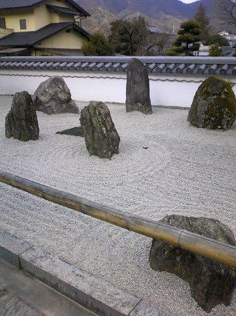 Komyozenji Temple:                   龍安寺風