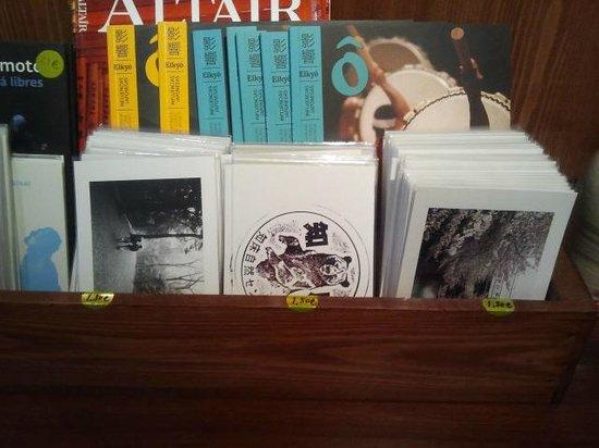 Akashi Gallery:                   Postales