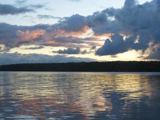 Sheridan On The Lake B & B:                                     Watching the sunrise