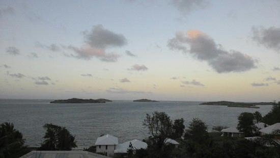 Hôtel Frégate Bleue :                                     Vue sur la baie au coucher du soleil