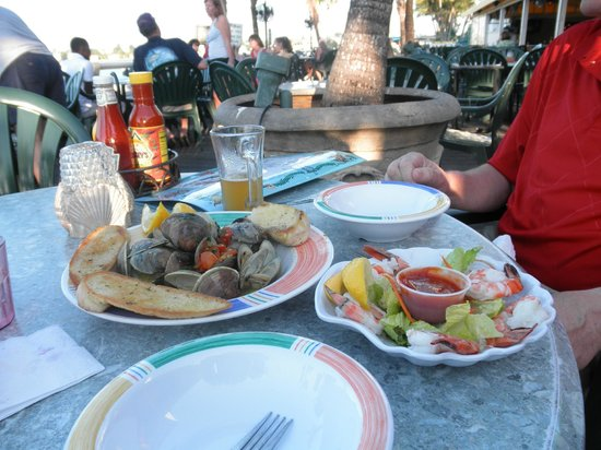 Shuckers Dockside Bar & Grill :                   Happy hour clams and shrimp!