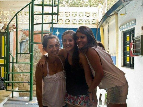 Hostel Villa Mary:                   Nosotras con Mary la dueña del hostel, gran persona