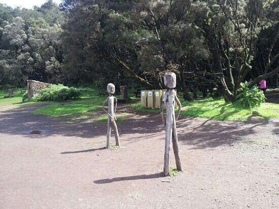 Vallehermoso, Spain:                   Mu?ecos de madera