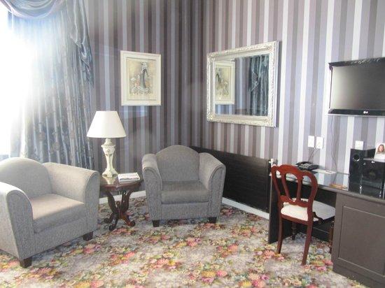 Princes Gate Hotel :                   Lewis Room