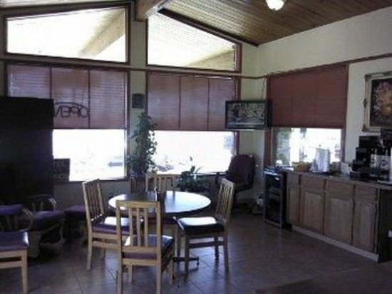 Knights Inn Boardman: Lobby Breakfastarea
