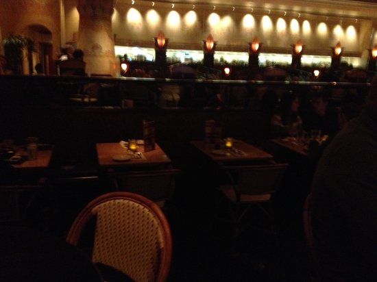 The Cheesecake Factory : Empty tables on a Sat!!
