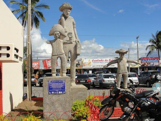 Caruaru, PE:                   Monumento ao feirante