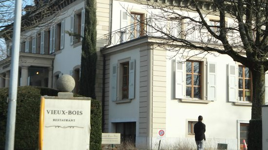 Restaurant Vieux Bois:                   vista frente da rua
