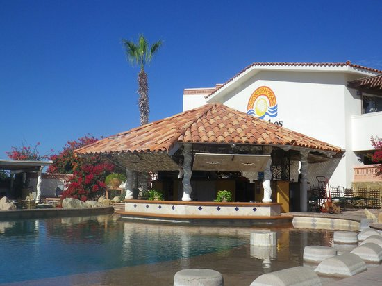 Los Cabos Golf Resort:                                     Swim up bar and nice warm water