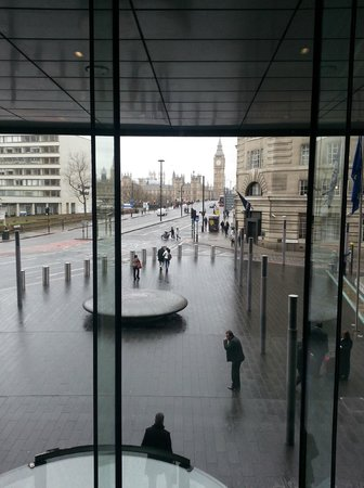 Park Plaza Westminster Bridge London: View from lobby escalator