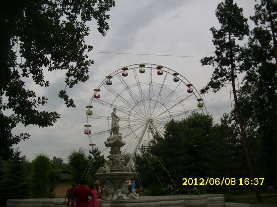 Almaty Central Park:                   колесо обозрения