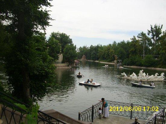 Almaty Central Park:                   Пруд в парке