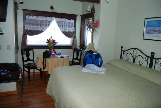 Dredge No.7 Inn :                   My cozy, comfy room.