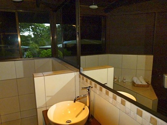 Chachagua Rainforest Hotel & Hacienda: Bathroom in each cabina