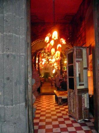 Casa Luna :                   ENTRY