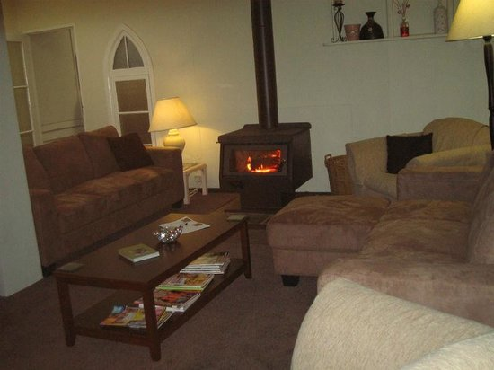 Margaret River Guest House : Lounge with fire