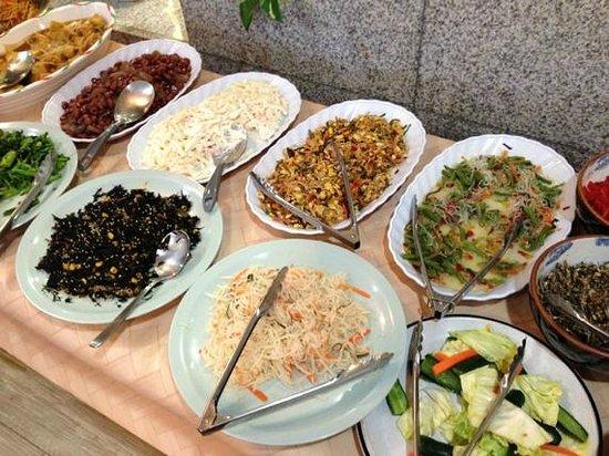 Hotel Crown Hills Nakamura :                   朝食のお惣菜の一部