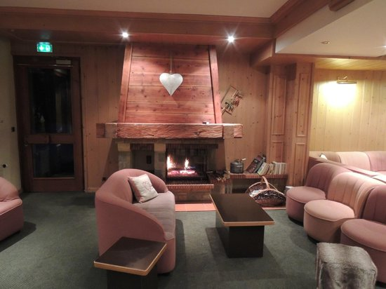 Hotel les Glaieuls :                   Comfortable and cosy lounge.
