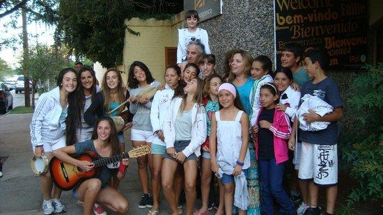 Punto Patagonico Hostel:                   Grupo de niños y niñas deportistas