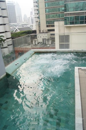 Citrus Sukhumvit 13 by Compass Hospitality:                   Roof top Pool