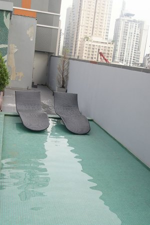 Citrus Sukhumvit 13 by Compass Hospitality:                   Other places to enjoy at roof top pool