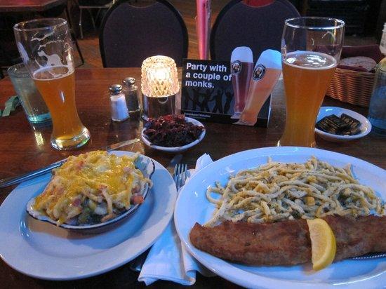 Hotel Ruby Marie : Schnitzel und spätzele und Franziskaner in the Come Back Inn
