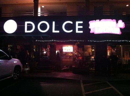 La Vita Dolce: outside at night