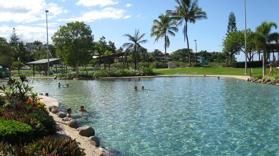 Airlie Beach Motor Lodge:                                     Lagoon downtown Airlie Beach
